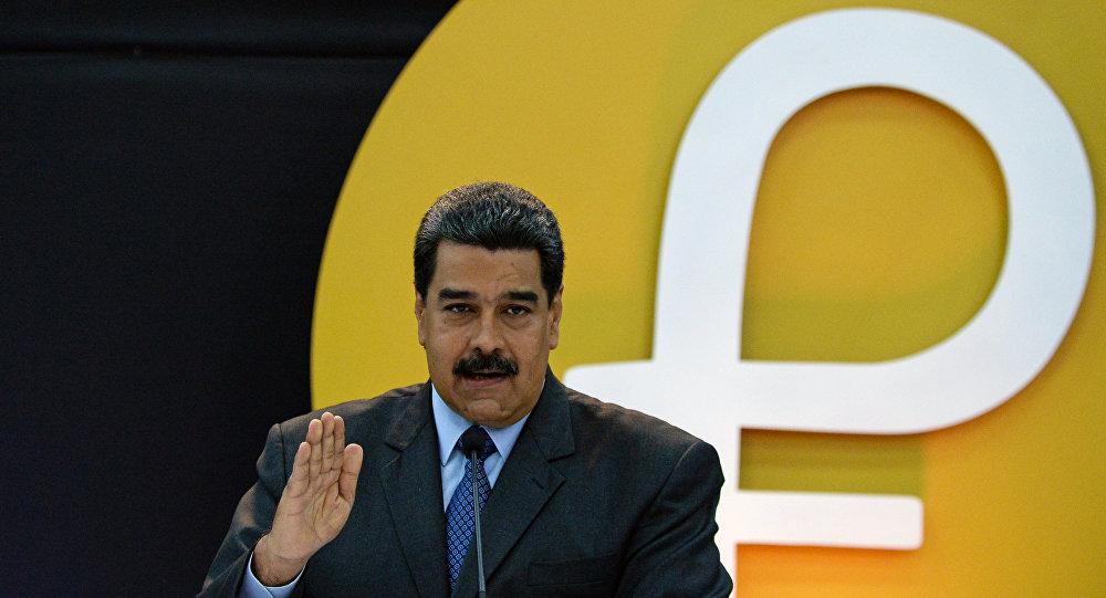 Nicolás Maduro presenta el petro