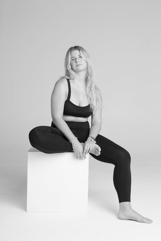 A principios de septiembre de 2018, la marca de ropa deportiva Reebok lanzó una campaña de promoción global de su nuevo producto: el sostén PureMove.