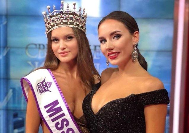 Leonila Guz, nueva Miss Ucrania 2018,  junto con Victoria Kiose, Miss Ucrania 2016