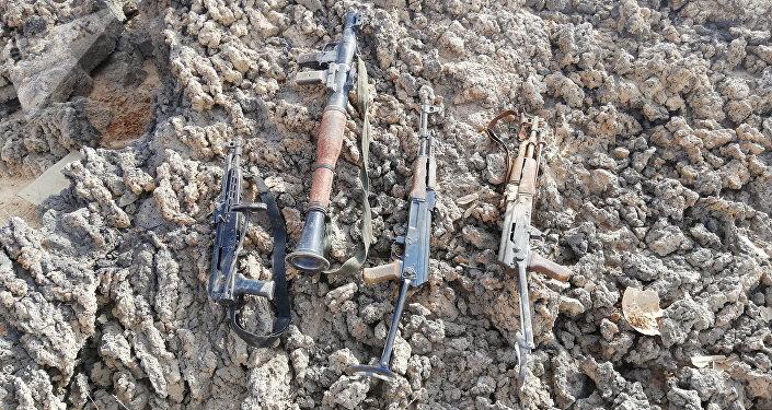 Armas abandonadas por los terroristas en el desierto de Suwaida