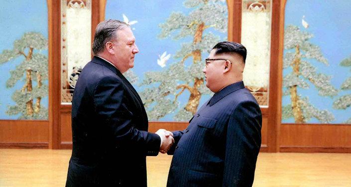 Mike Pompeo, secretario de Estado de EEUU, y Kim Jong-un, líder norcoreano