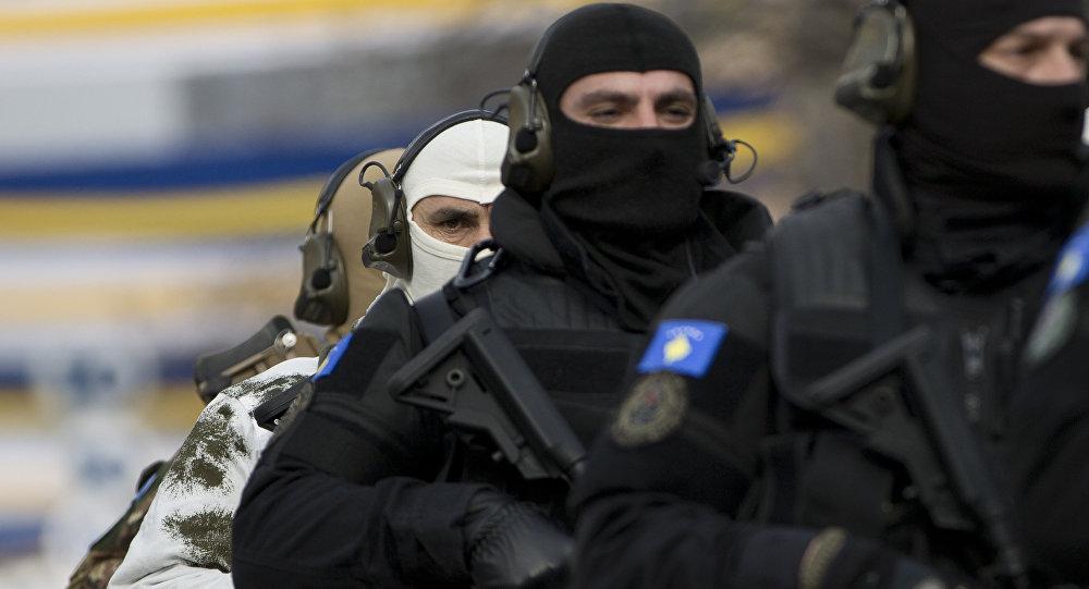 Integrantes de una unidad especial de la Policía de Kosovo