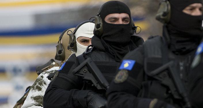 Integrantes de una unidad especial de la Policía de Kosovo (archivo)