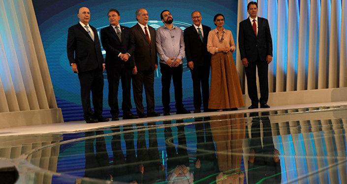 Candidatos durante el debate electoral en Brasil