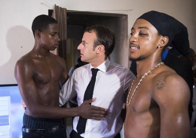 Modelos, manifestaciones y Macron: las fotos más impresionantes de la semana