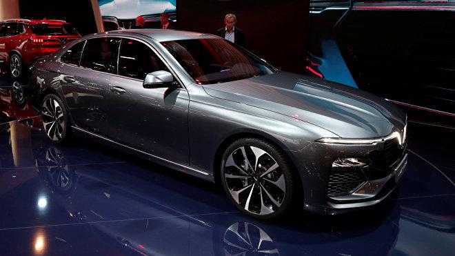 El automovil vietnamita VinFast Lux A2.0 en el Salón del Automóvil de París de 2018