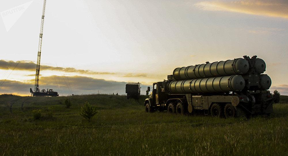 Rusia entrega sistema de defensa antiaérea S-300 a Siria