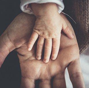 Padre y su bebé (imagen referencial)