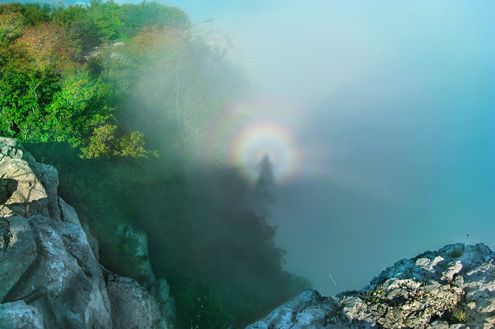 Este es el 'Espectro de Brocken', fotografiado por Daria Elésina en la montaña Ai-Petri, situada en la república rusa de Crimea.
