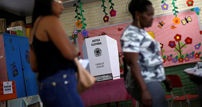 Un colegio electoral en Brasil