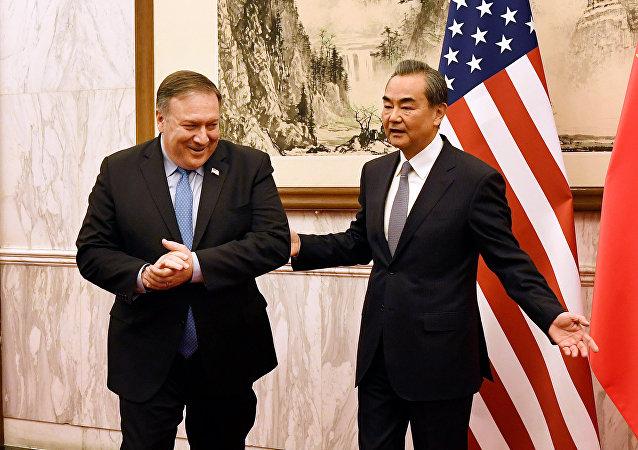 El secretario de Estado de EEUU, Mike Pompeo, y el ministro de Exteriores chino, Wang Yi