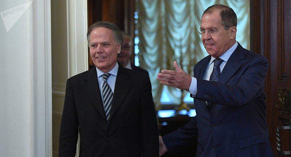 El ministro de Exteriores de Italia, Enzo Moavero Milanesi, y su homólogo ruso, Serguéi Lavrov