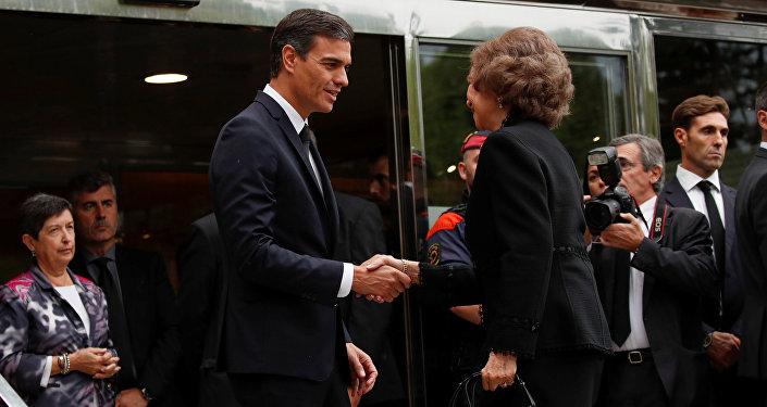 El presidente del Gobierno español, Pedro Sánchez, y la reina consorte de España, Sofía, asisten el funeral de la soprano Montserrat Caballé