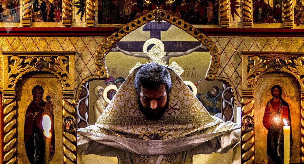 Padre Stahiy, de Moscú, en la Iglesia Ortodoxa Rusa en la Ciudad de México durante uno de los oficios religiosos en la colonia Cuauhtémoc