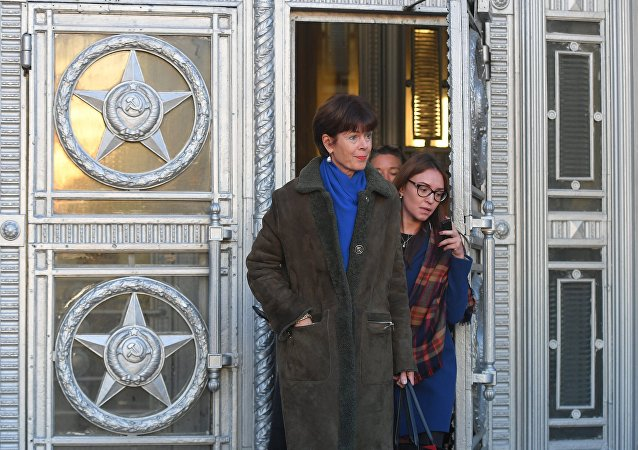 Renée Jones-Bos, embajadora de Países Bajos en Rusia,saliendo del Ministerio de Asuntos Exteriores de Rusia
