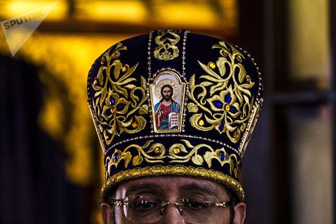 Archimandrita Nektariy Hajji-Petropoulos de la Iglesia Ortodoxa Rusa en la Ciudad de México durante uno de los oficios religiosos