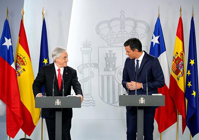 El presidente del Gobierno español, Pedro Sánchez, y el presidente de Chile, Sebastián Piñera