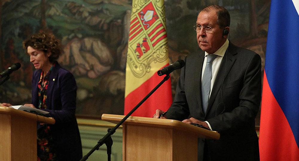 La Ministra de Asuntos Exteriores del Principado de Andorra, Maria Ubach, y el Ministro de Asuntos Exteriores de la Federación de Rusia, Serguéi Lavrov, durante la rueda de prensa en Moscú