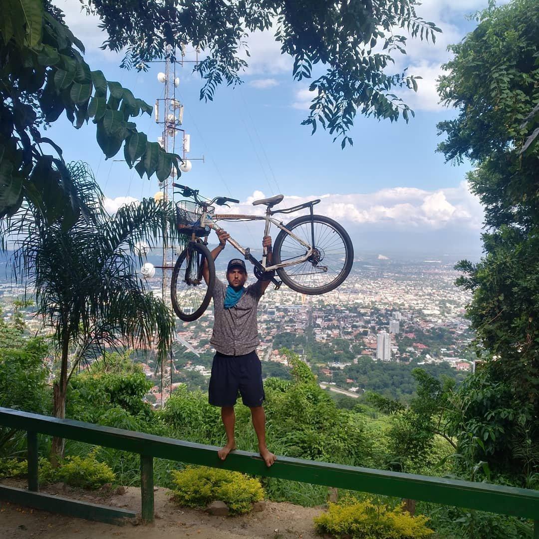 Tabaré Alonso, uruguayo que viaja por Latinoamérica en bicicleta