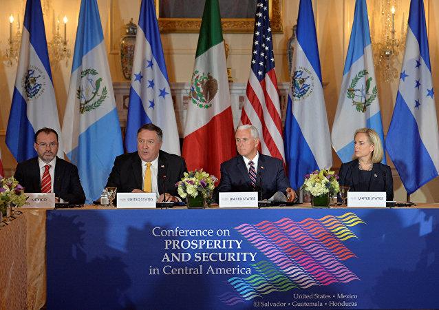 Luis Videgaray, Mike Pompeo, Mike Pence y Kirstjen Nielsen