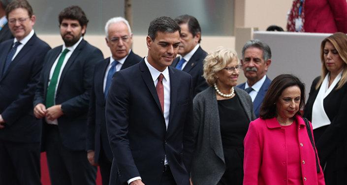Pedro Sánchez, el presidente del Gobierno español, llega al desfile militar