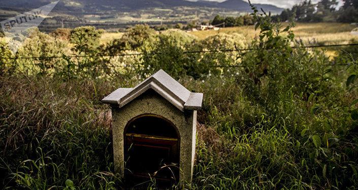 Cenotafio en el kilómetro 26 de la carretera 95 México-Cuernavaca