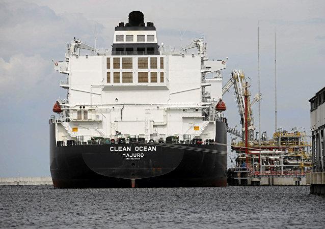 El buque cisterna Clean Ocean de EEUU que se usa para suministros de GNL
