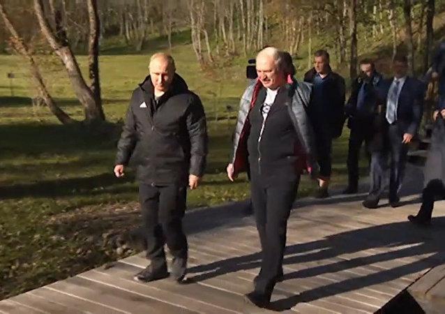 Lukashenko lleva a Putin a su ciudad natal