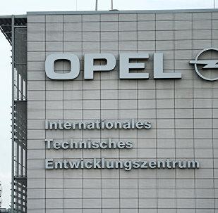 El logo de la marca de autos Opel
