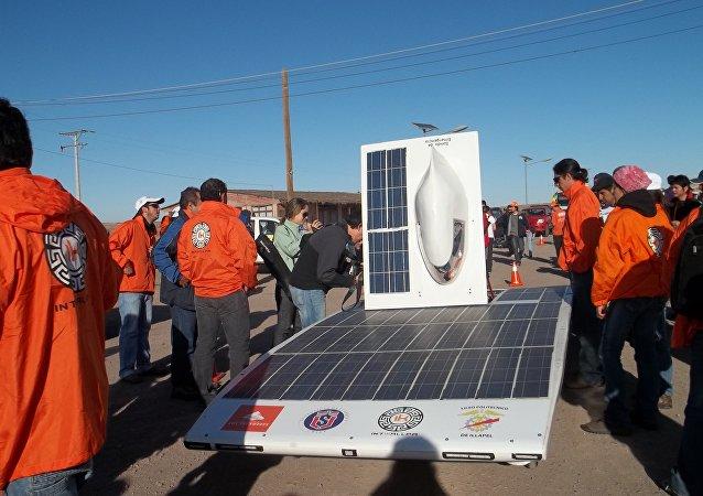 Un vehículo de la Carrera Solar Atacama 2011