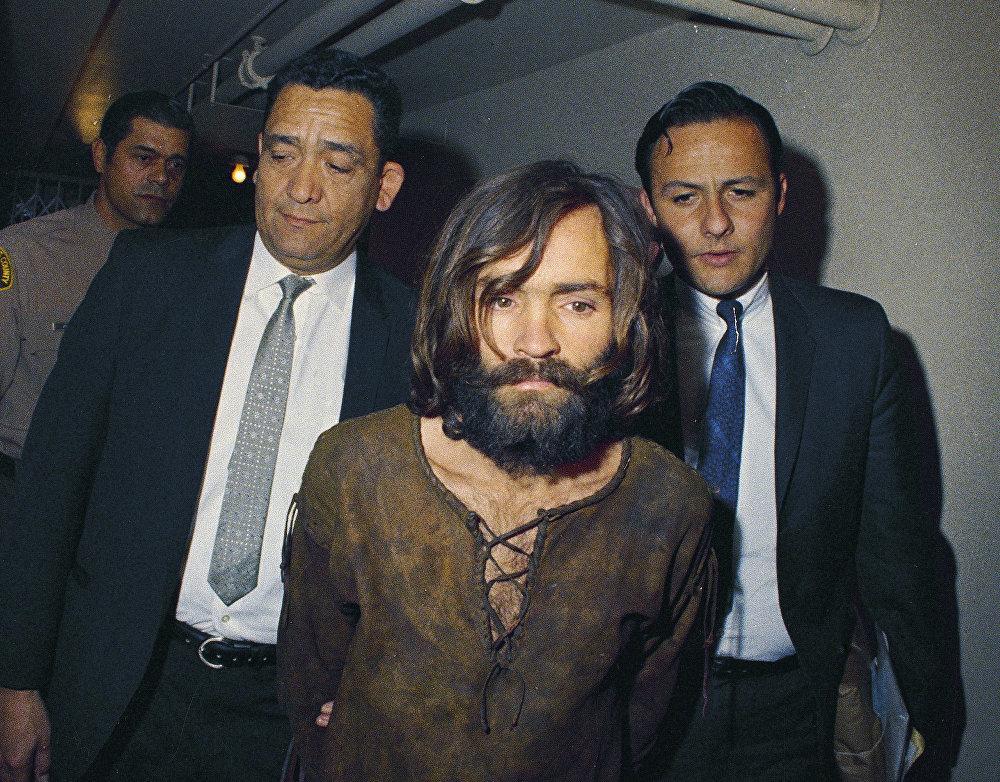 Charles Manson es arrestado por su conexión con el intento de asesinato de Sharon Tate en 1969