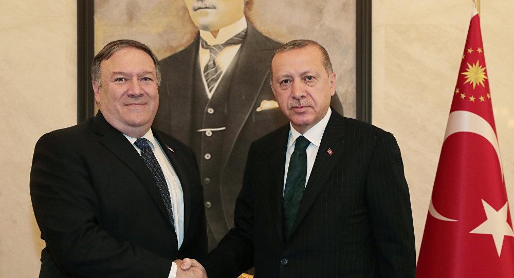 El secretario de Estado de EEUU, Mike Pompeo, y el presidente de Turquía, Recep Tayyip Erdogan