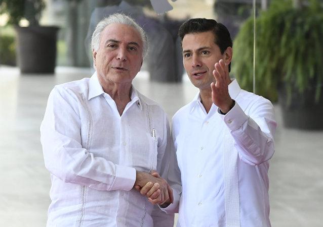 El presidente de Brasil, Michel Temer y el presidente saliente de México, Enrique Peña Nieto