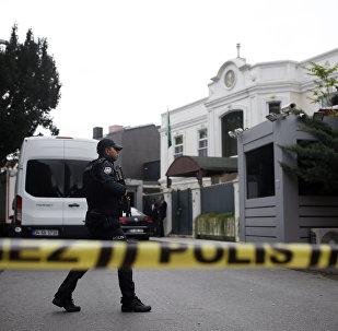 Policia turca, en el Consulado de Arabia Saudí en Estambul (archivo)