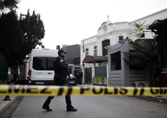 Policia turco, investigando el caso de la desaparición del periodista saudí, Jamal Khashoggi, en el Consulado de Arabia Saudí en Estambul