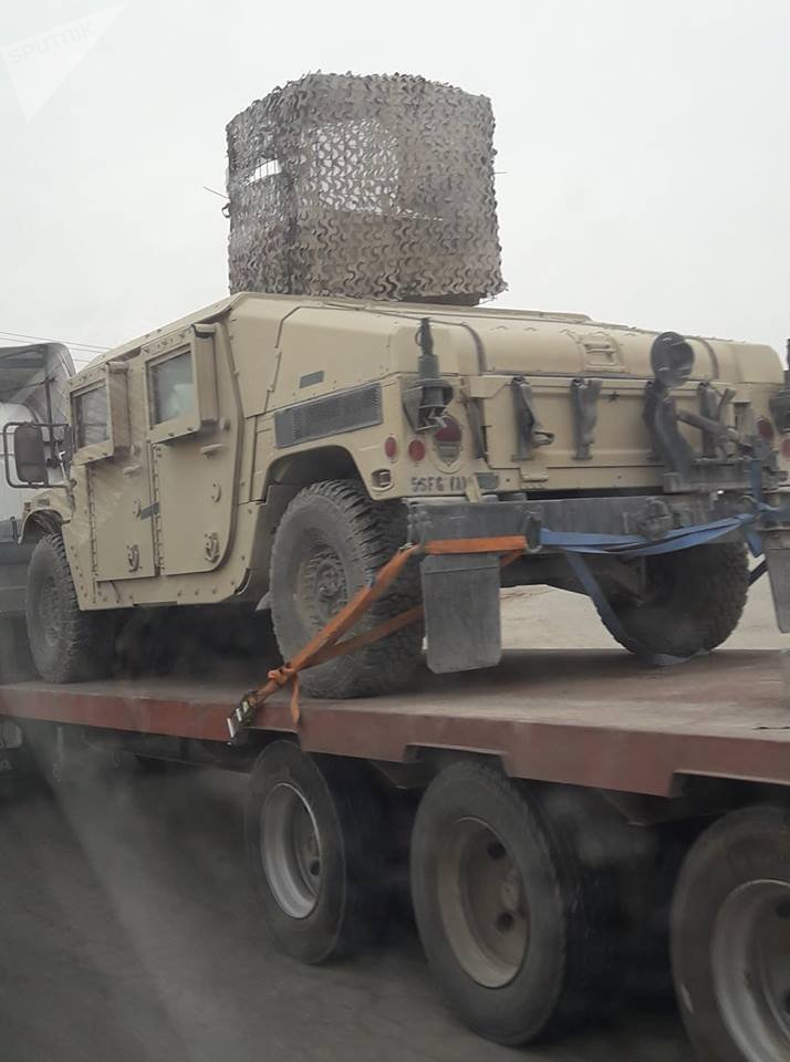 Los blindados de Estados Unidos se descargan en Manbij