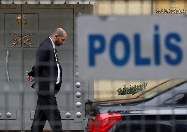 La entrada del consulado de Arabia Saudí en Estambul, Turquía