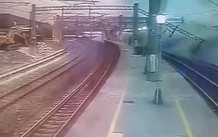 El espantoso descarrilamiento de un tren en Taiwán