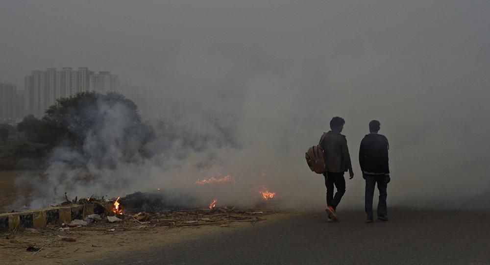 El humo en las calles de la India