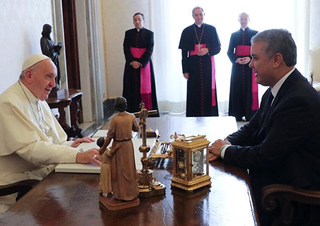 El papa Francisco con el presidente de Colombia, Iván Duque