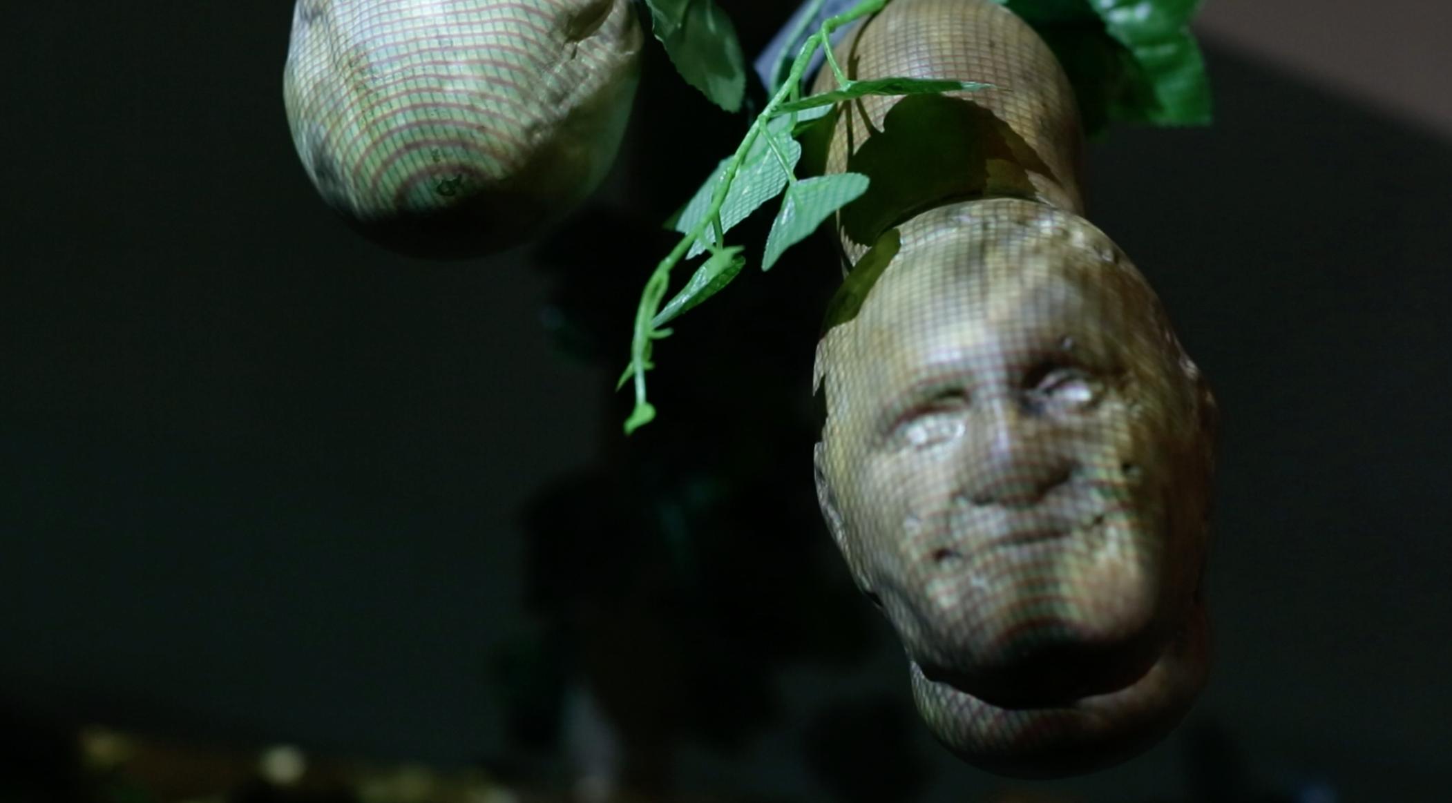 Mate con rostro del Papa Francisco creado por el taller de diseño argentino Grupo Bondi