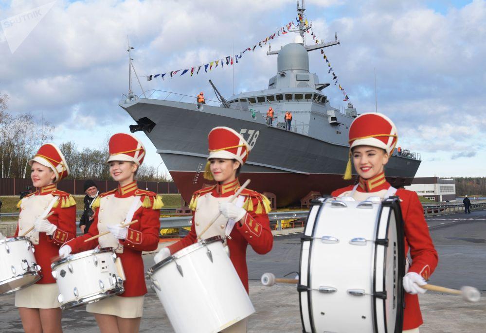 Pequeño buque de misiles Buria del proyecto 22800 antes de la botadura en una planta de construcción naval de San Petersburgo.
