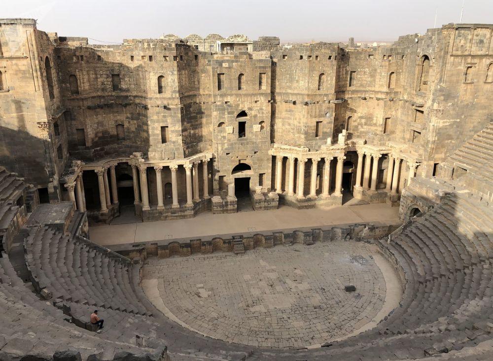Anfiteatro romano en la ciudad de Bosra en la gobernación siria de Deraa.