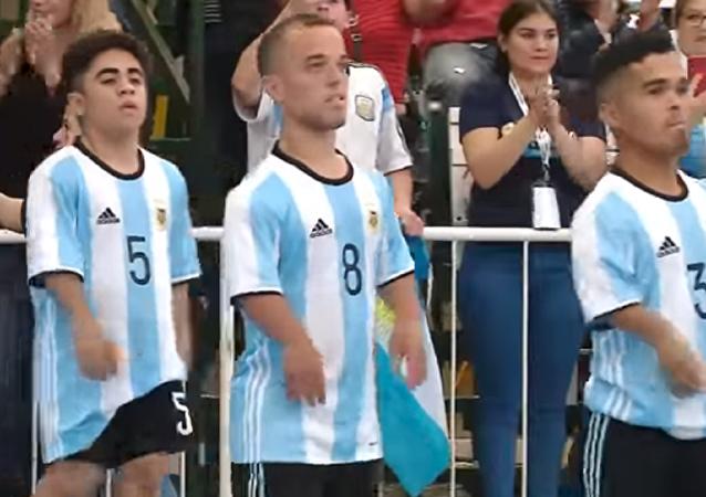 ¡El tamaño no importa! Así luchan los futbolistas enanos por la primera Copa América de Talla Baja