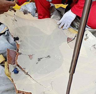 Parte del avión siniestrado en Indonesia