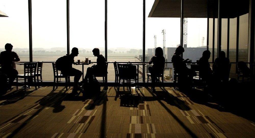 La gente en un aeropuerto