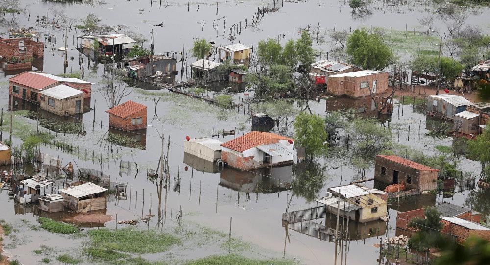 Inundación en las afueras de Asunción