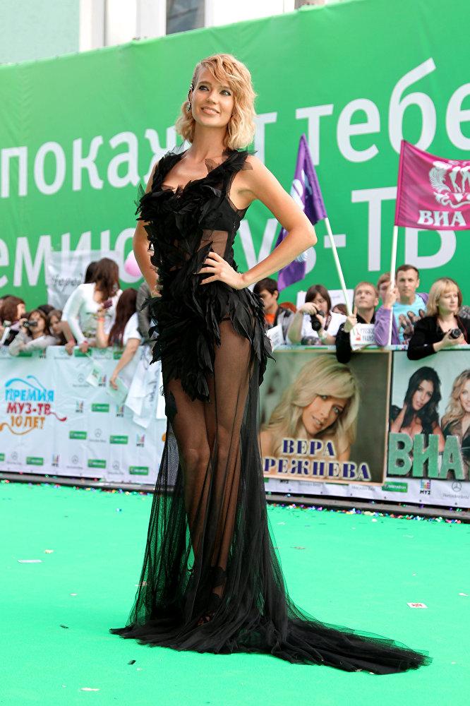 Певица Наталья Ионова (Глюкоза) перед началом церемонии вручения юбилейной премии МУЗ-ТВ 2012 в спорткомплексе Олимпийский в Москве.