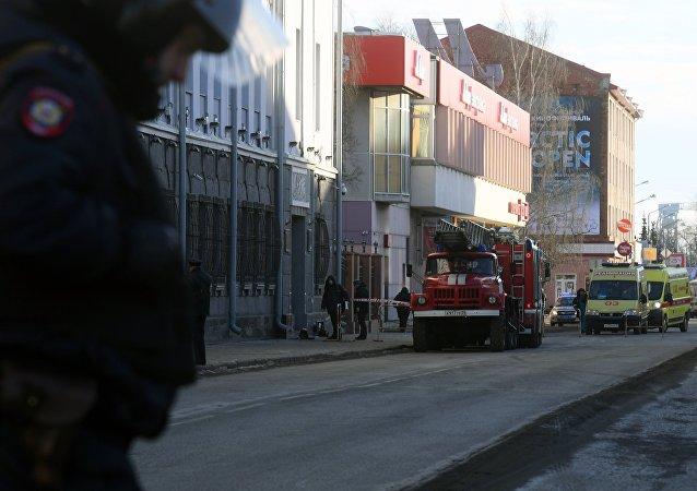 Policia tras la explosión en una de la sede del Servicio Federal de Seguridad de Rusia ubicado en la ciudad de Arjánguelsk