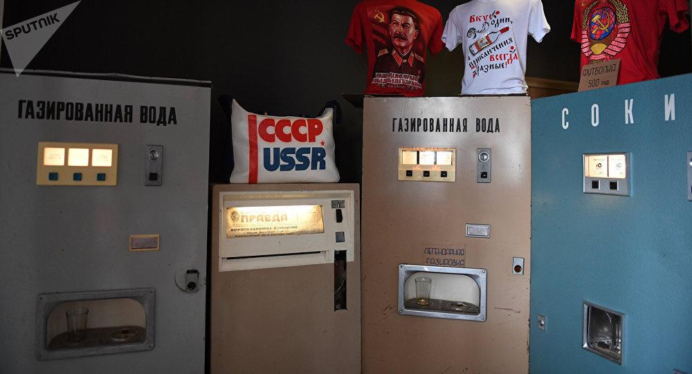Unas máquinas de agua gaseosa soviéticas